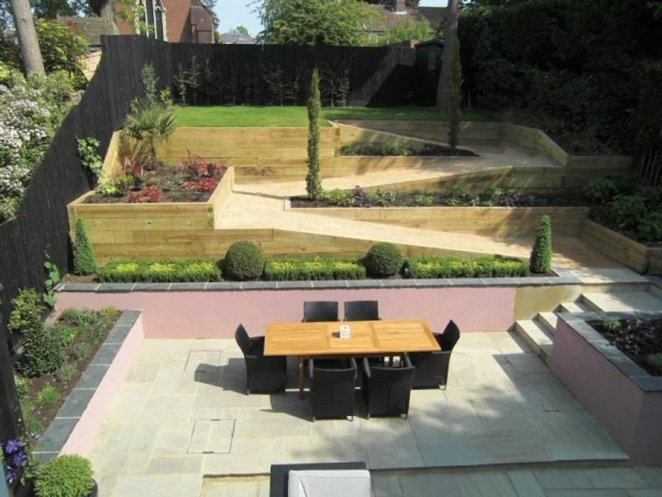 Contemporary Sloping Garden Design, Gerrards Cross:  Garden by Linsey Evans Garden Design,