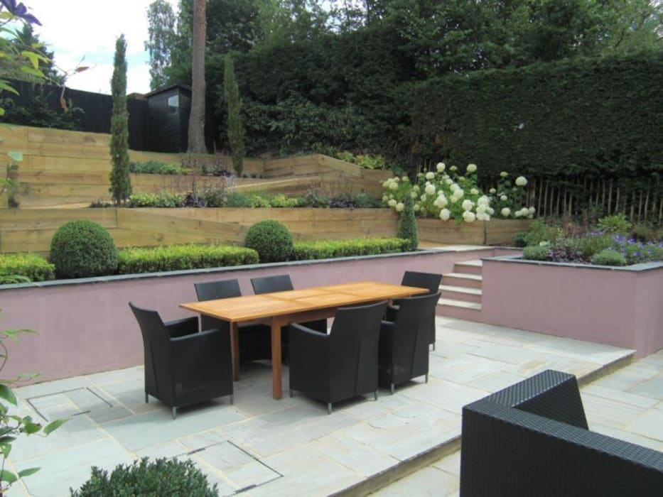 Contemporary Sloping Garden Design, Gerrards Cross:  Garden by Linsey Evans Garden Design,