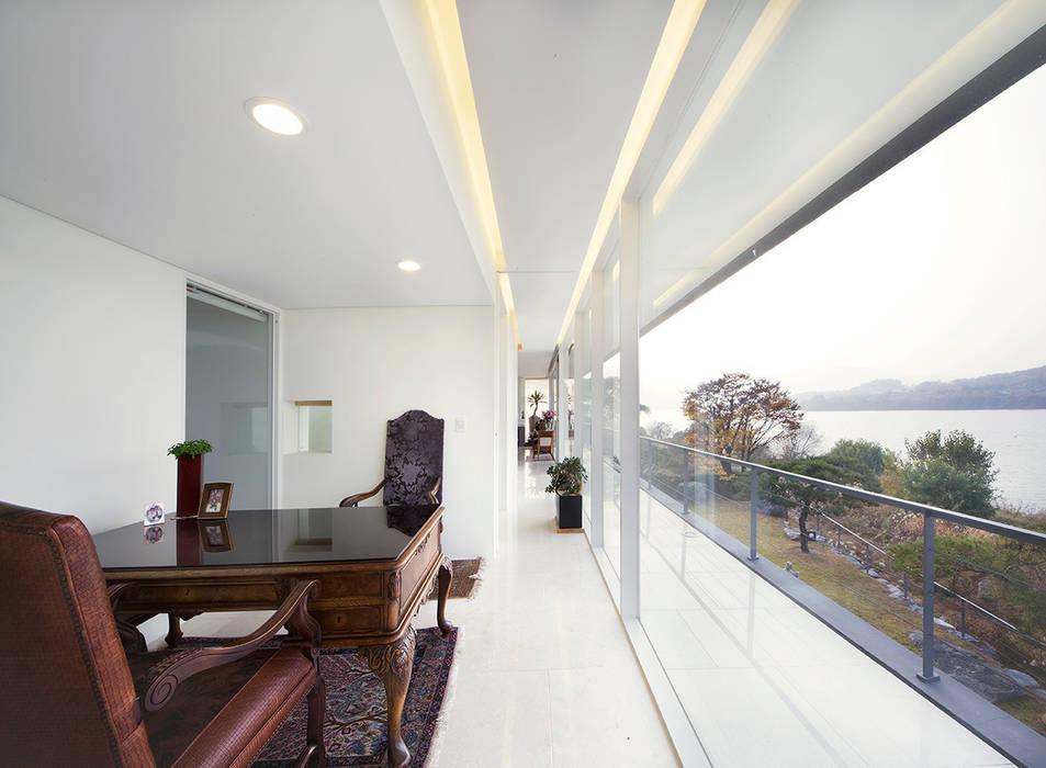 Floating House 모던스타일 거실 by hyunjoonyoo architects 모던