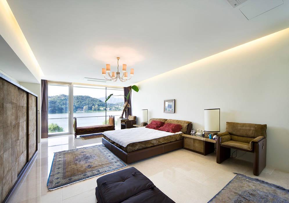 Floating House 모던스타일 침실 by hyunjoonyoo architects 모던