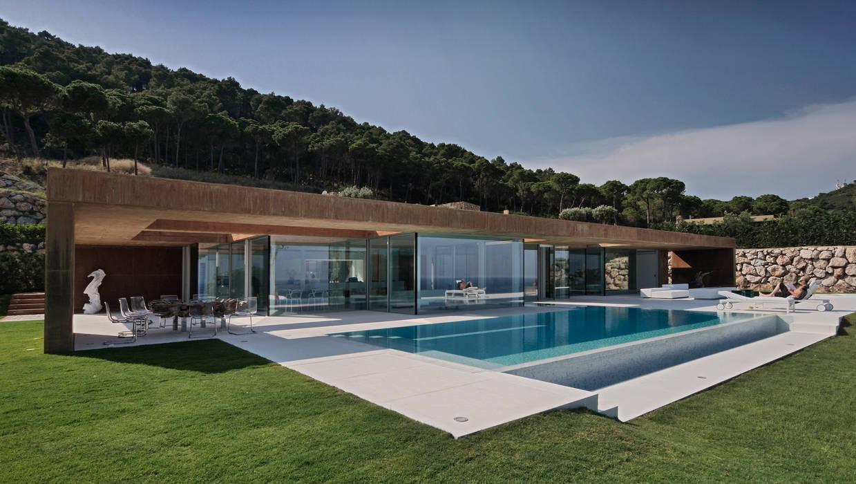 Rehabilitación de vivienda unifamiliar en la Costa Brava Casas de estilo minimalista de THK Construcciones Minimalista