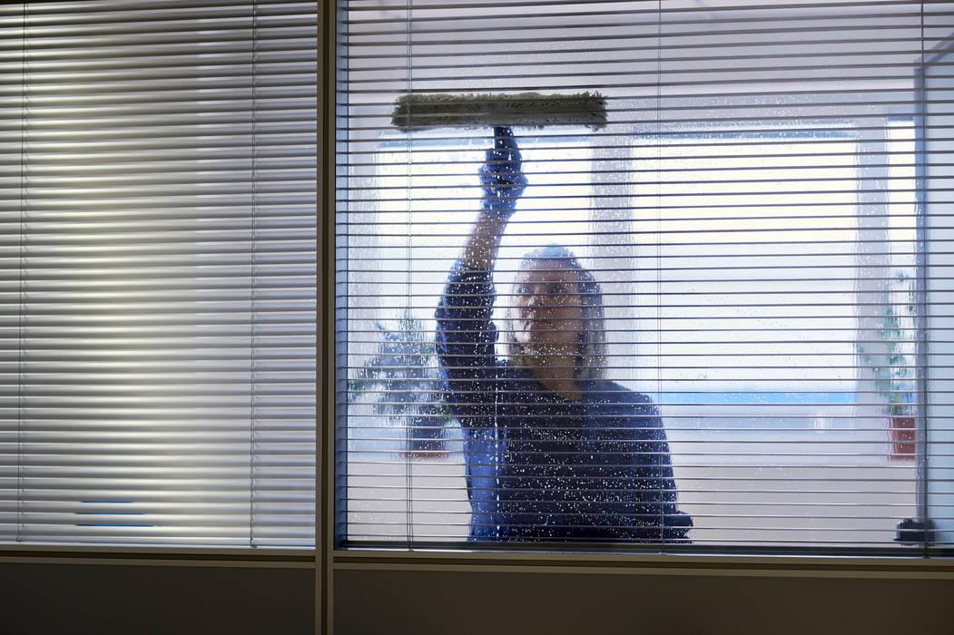 Puligaviota - Empresa de limpieza en Madrid: Estudios y despachos de estilo  de Puligaviota - Empresa de limpieza