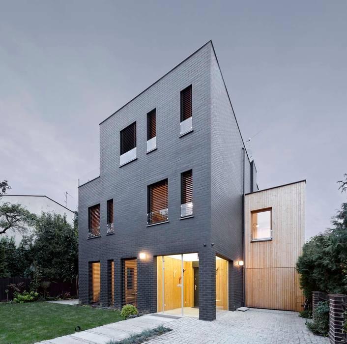 Dom jednorodzinny / perspektywa 1 Minimalistyczne domy od Easst.com Minimalistyczny