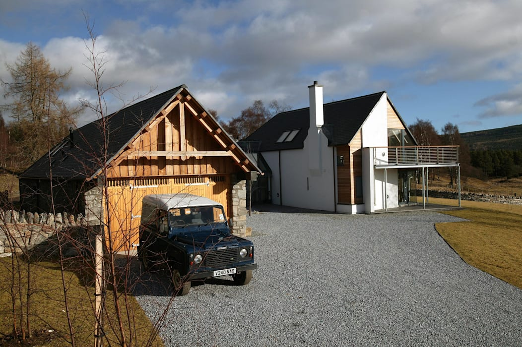 Midport Steading Courtyard:  Houses by HRI Architects Ltd, Inverness, Scotland,