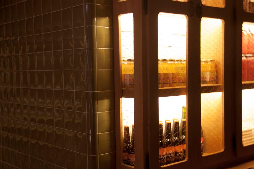 Despensa exopsitora: Locales gastronómicos de estilo  de ALBERT SALVIA dissenyador d'interiors