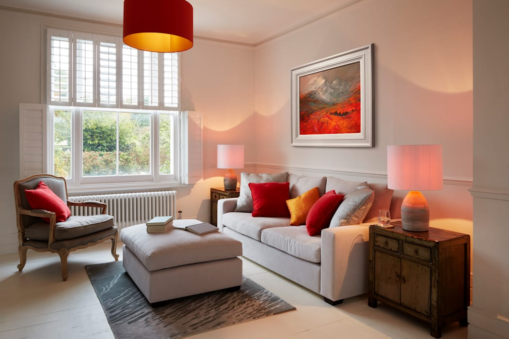 Bright, light living room:  Living room by ZazuDesigns,