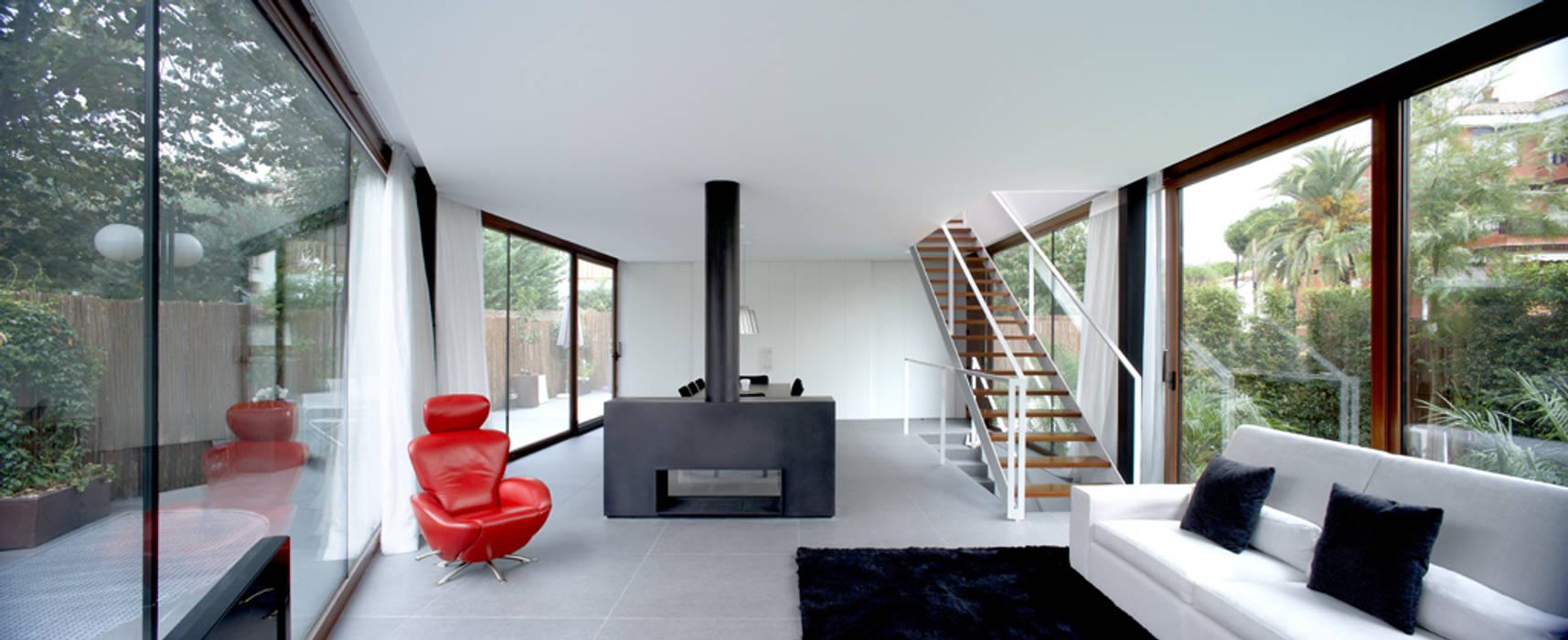 Construcción de vivienda unifamiliar en Vilassar de Mar, Maresme, Barcelona: Cocinas de estilo minimalista de THK Construcciones