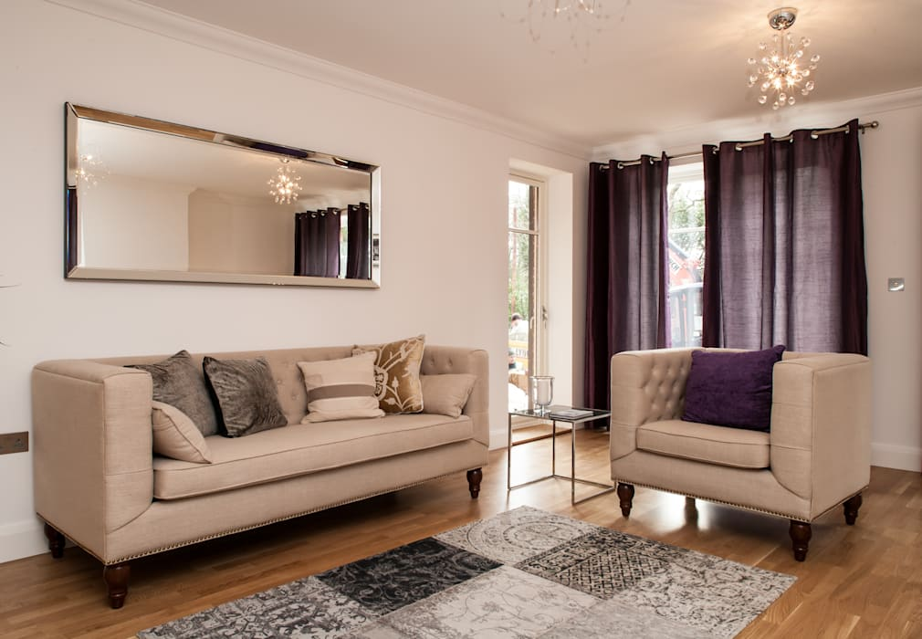 Show flat in Ascot, UK:  Living room by Lujansphotography,