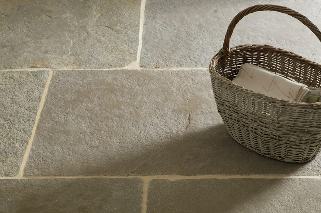 Umbrian Limestone Country style kitchen by Floors of Stone Ltd Country