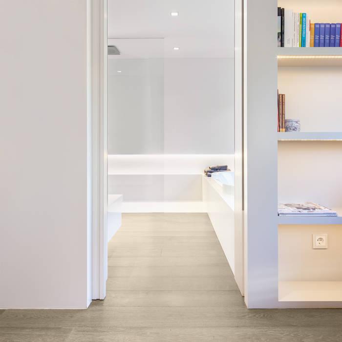 TARIMA DE ROBLE STORM - Proyecto Madrid: Camera da letto in stile in stile Moderno di Tarimas de Autor
