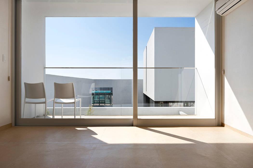by hyunjoonyoo architects Modern