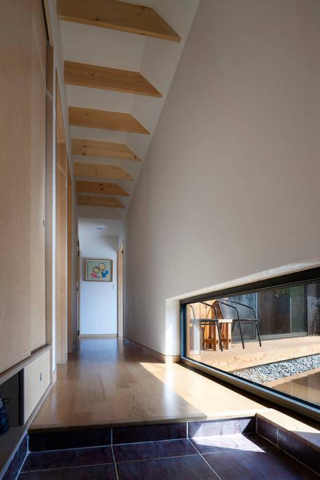 Ssangdalri House: hyunjoonyoo architects의  복도 & 현관,모던