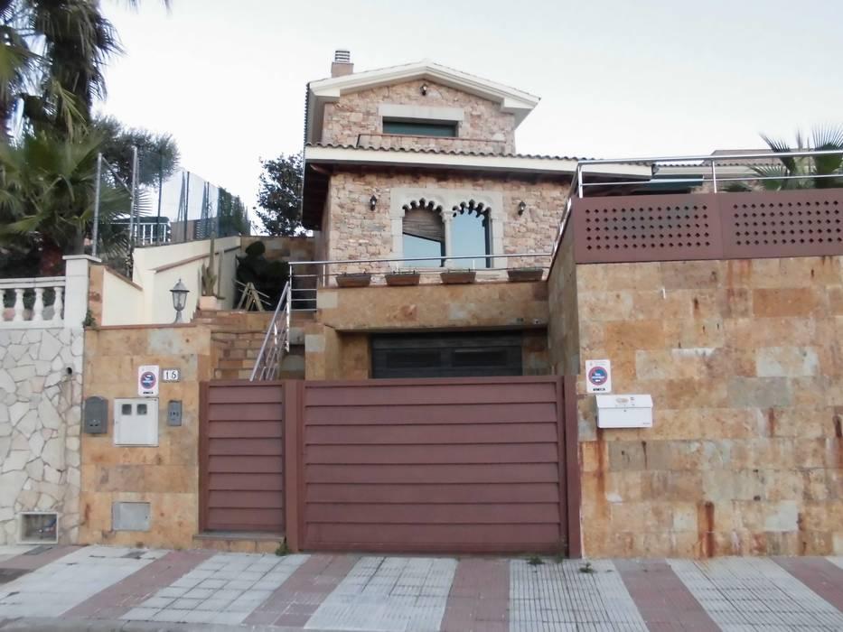 Foto actual de la casa en Calella de Mar. 2015 Casas de estilo mediterráneo de James Rossell Mediterráneo