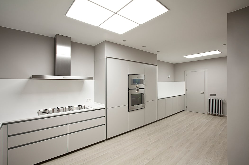 Rehabilitación de ático en Turó Park, Barcelona THK Construcciones Cocinas de estilo minimalista