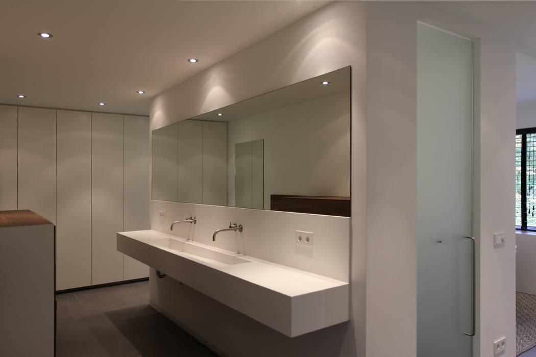 Salle de bain moderne par Leonardus interieurarchitect Moderne