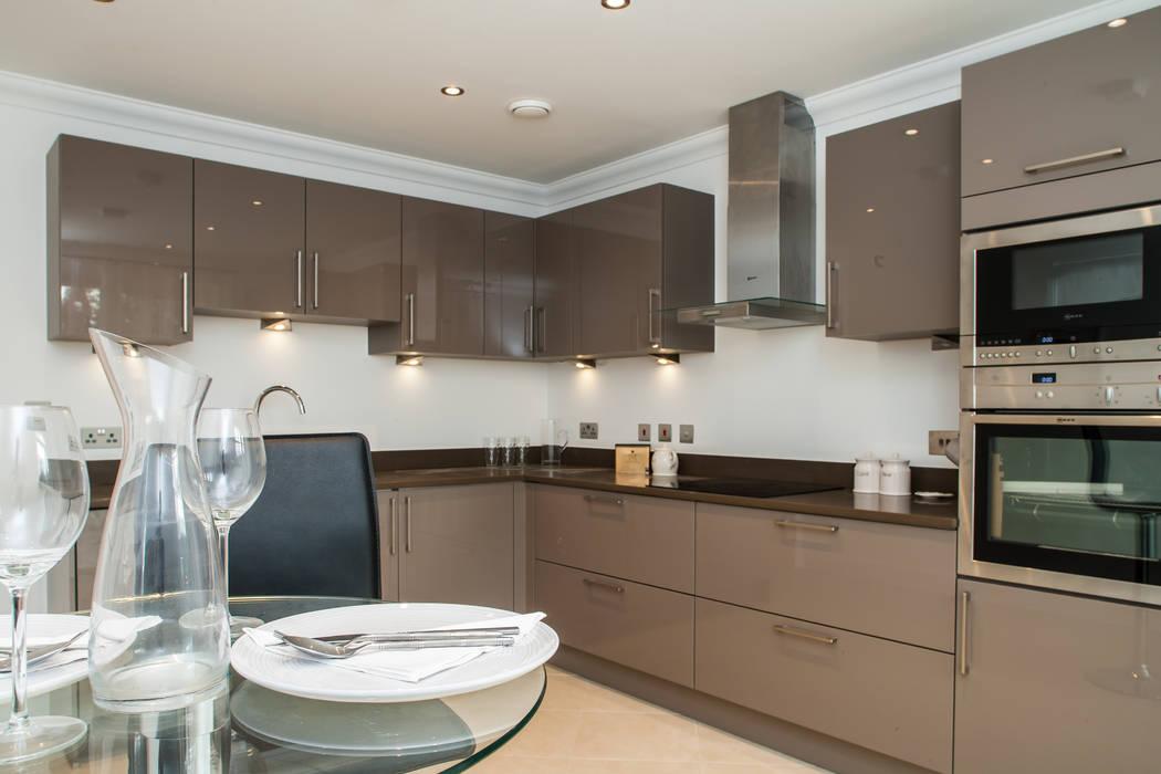 Show flat in Ascot, UK Modern kitchen by Lujansphotography Modern