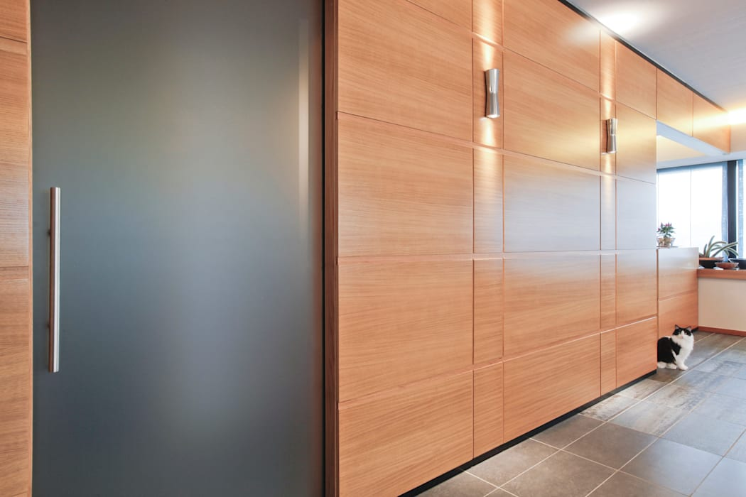 Particolare della nuova parete divisoria: Soggiorno in stile in stile Moderno di Emanuela Gallerani Architetto