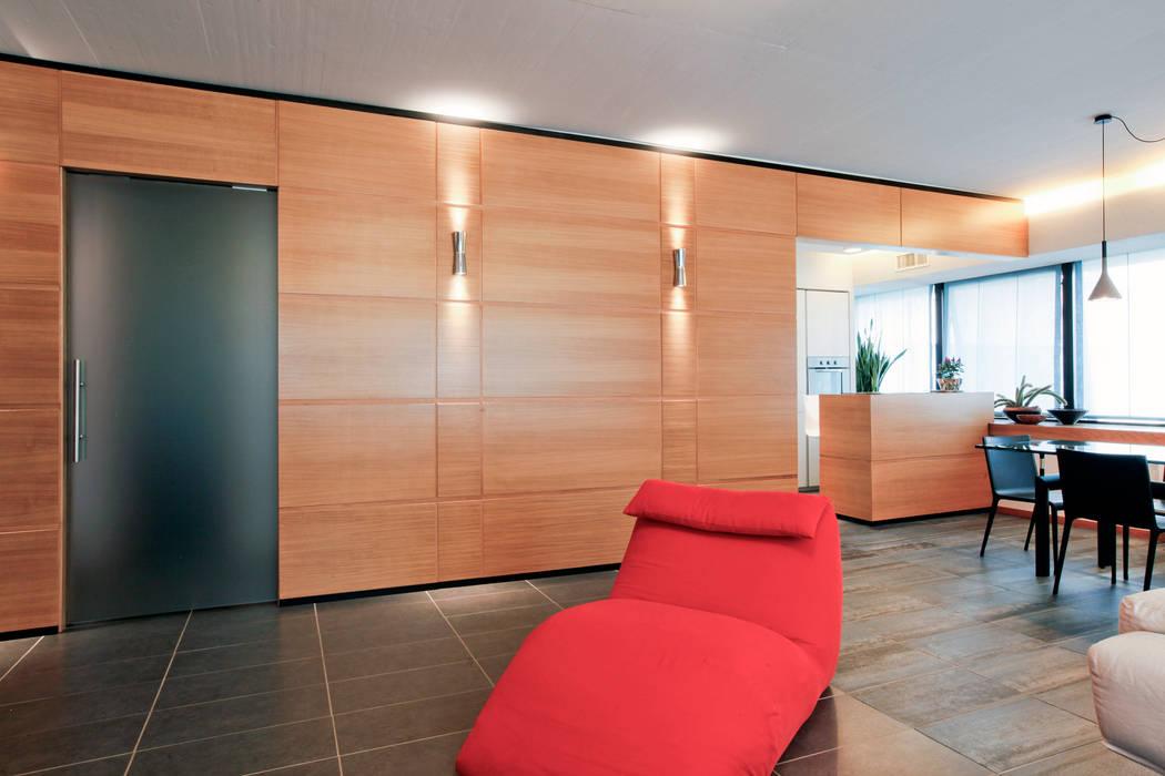 Il soggiorno: Soggiorno in stile in stile Moderno di Emanuela Gallerani Architetto