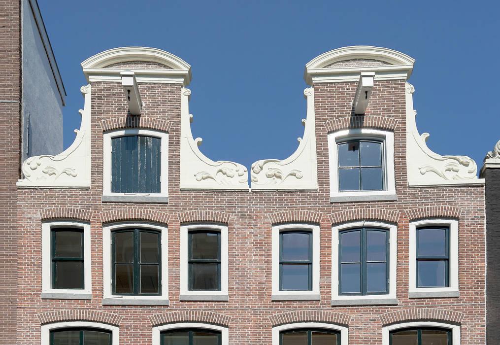 """De """"zusjes"""" aan de Kerkstraat te Amsterdam: Rijksmonumenten in het Unesco-gebied.:  Huizen door Architectenbureau Vroom"""