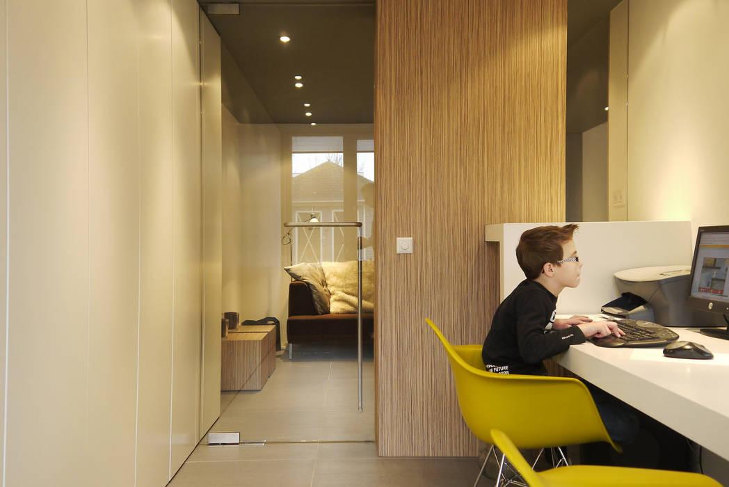 Werkkamer - aanbouw Moderne studeerkamer van Leonardus interieurarchitect Modern