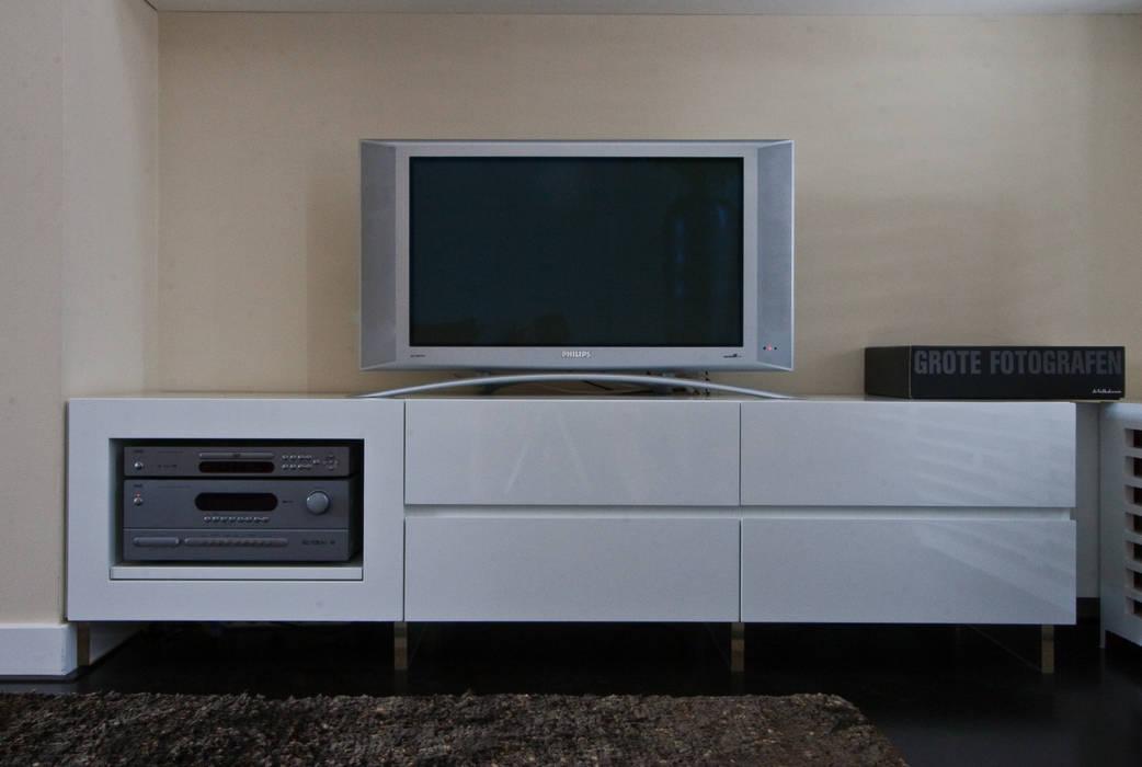 detail zithoek 2: modern  door HET LINDEHUYS interieurvormgeving, Modern
