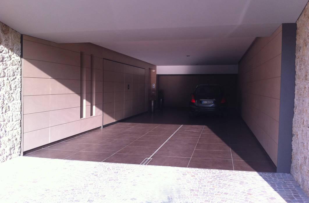 Moderne Garagen & Schuppen von Studio di architettura_Claudio Dorigo architetto Modern