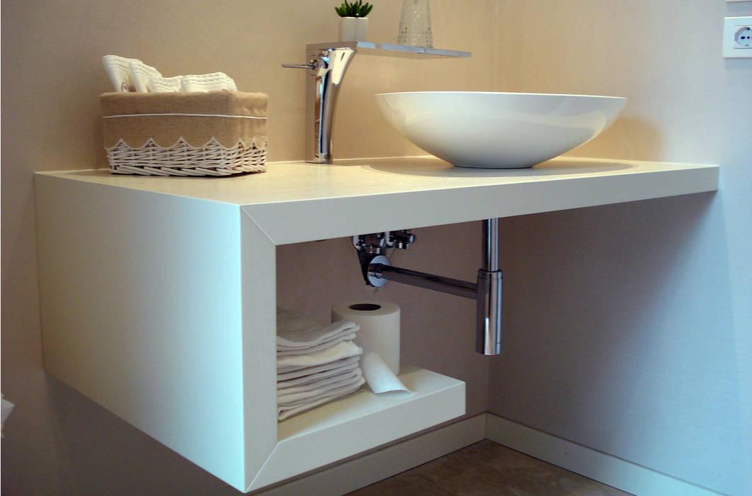 Bathroom by Studio di architettura_Claudio Dorigo architetto