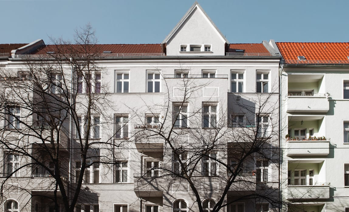 WDG Apartment renovation in Fshain, Berlin Case classiche di RARE Office Classico