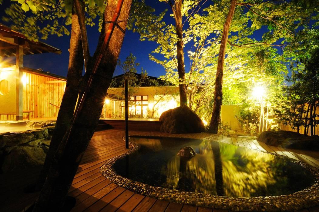 露天風呂 花 : Outdoor hot spring オリジナルなホテル の TAKA建築設計室 オリジナル