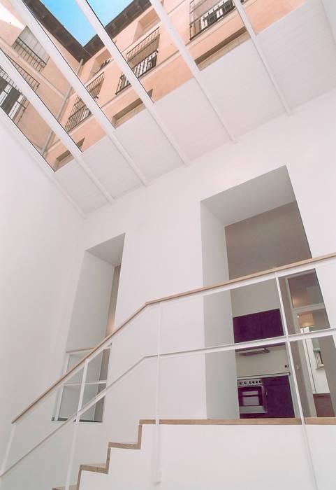 REHABILITACIÓN DE EDIFICIO CONDE DE ROMANONES. Madrid: Casas de estilo  de Beriot, Bernardini arquitectos