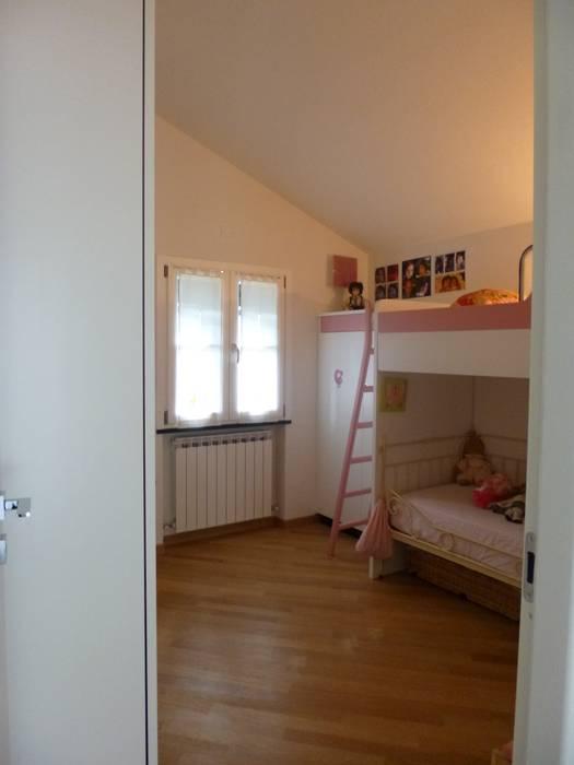 Casa degli ulivi, vivere fra terra a mare. Moneglia (Genova): Camera da letto in stile in stile Eclettico di BaBo Design - Barbara Sabrina Borello