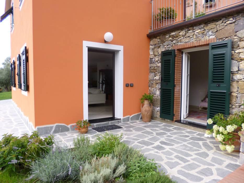 Casa degli ulivi, vivere fra terra a mare. Moneglia (Genova): Giardino in stile in stile Rustico di BaBo Design - Barbara Sabrina Borello