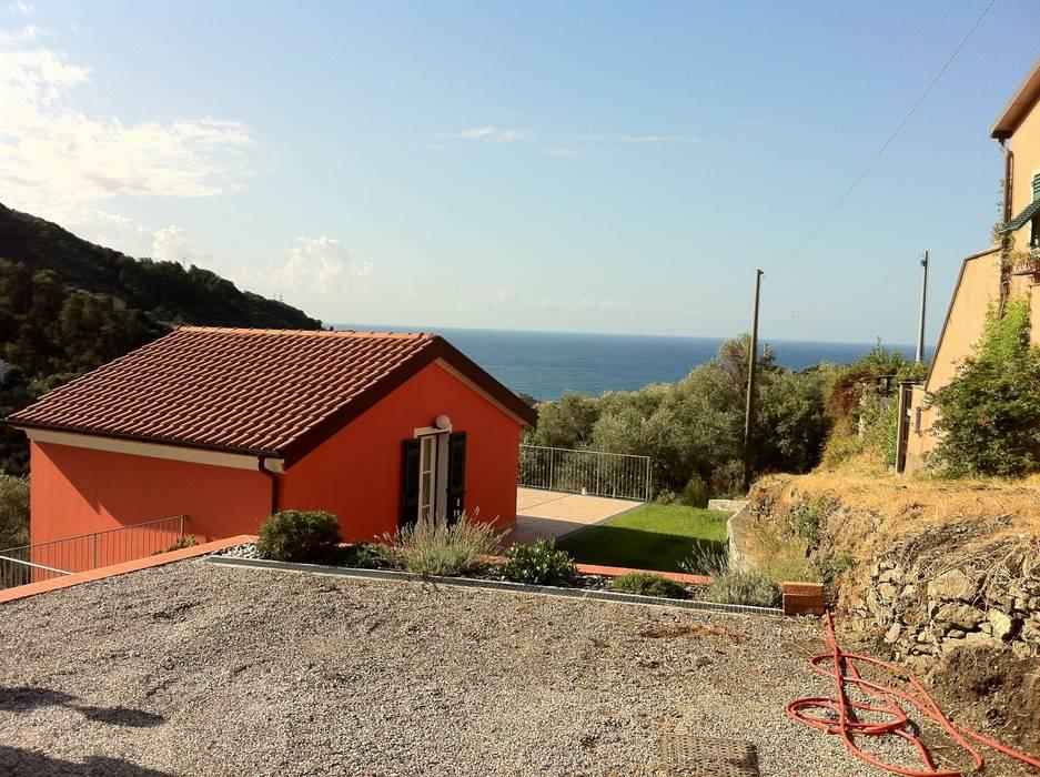 Casa degli ulivi, vivere fra terra a mare. Moneglia (Genova): Terrazza in stile  di BaBo Design - Barbara Sabrina Borello