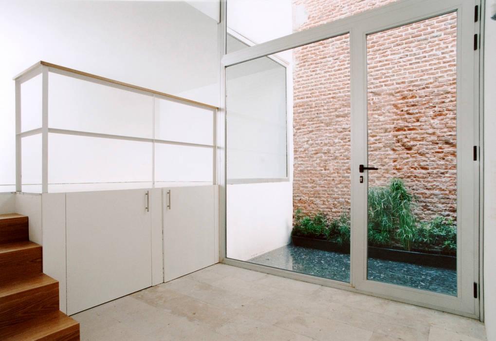 REHABILITACIÓN DE EDIFICIO CONDE DE ROMANONES. Madrid Dormitorios de estilo industrial de Beriot, Bernardini arquitectos Industrial