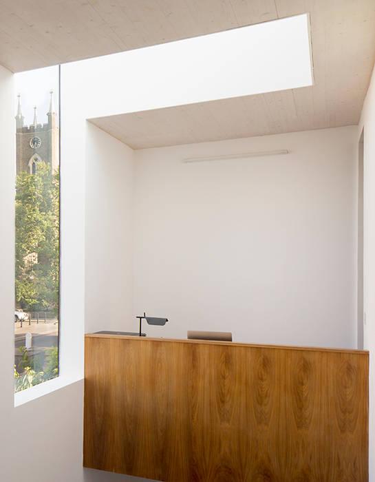 Study space Minimalist study/office by Ed Reeve Minimalist