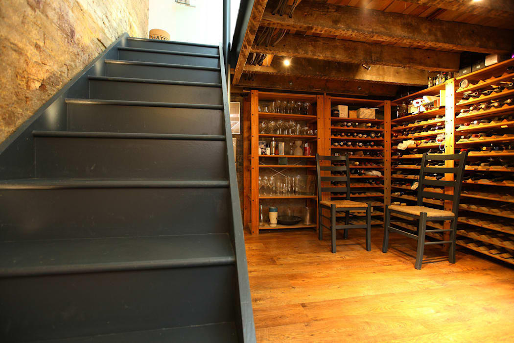A beautiful place to store your bottles! Cantina classica di PAD ARCHITECTS Classico
