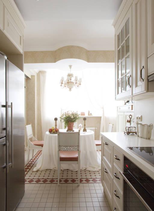Английский шарм Кухня в классическом стиле от VVDesign Классический
