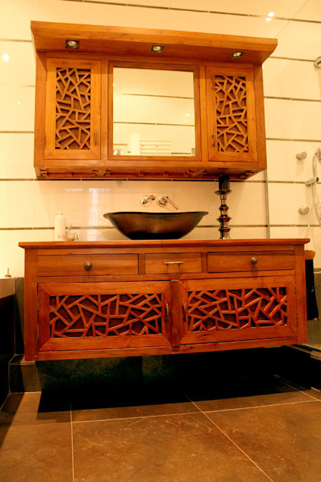 Custom made bathroom set. Salle de bain originale par Matahati Éclectique
