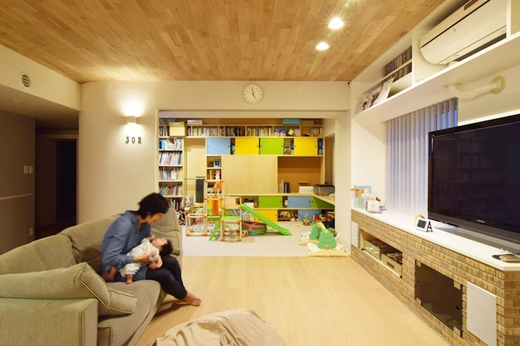 Eclectic style living room by 株式会社エキップ Eclectic
