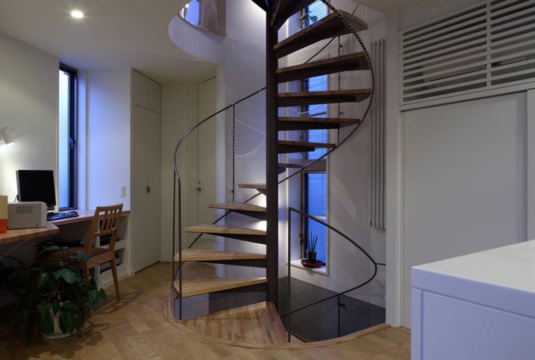 現代風玄關、走廊與階梯 根據 長浜信幸建築設計事務所 現代風