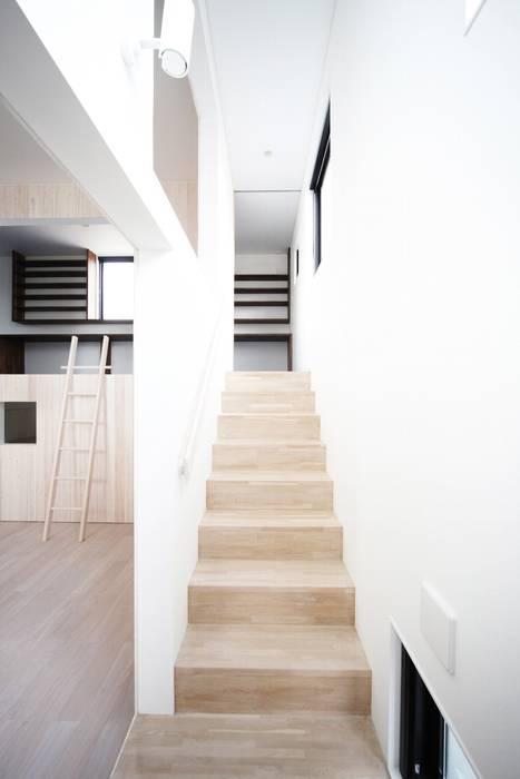 ห้องโถงทางเดินและบันไดสมัยใหม่ โดย JMA(Jiro Matsuura Architecture office) โมเดิร์น