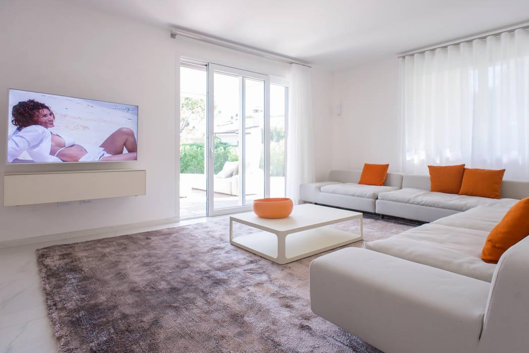Interior andrea tommasi soggiorno minimalista di andrea for Soggiorno minimalista