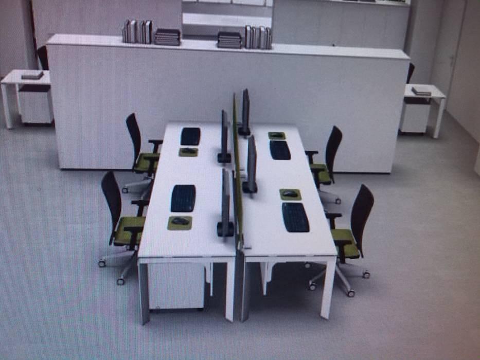 """......sala riunioni cede il posto all'ufficio """"amministrativo"""": Complessi per uffici in stile  di marco luppi consulenze e servizi alle imprese"""
