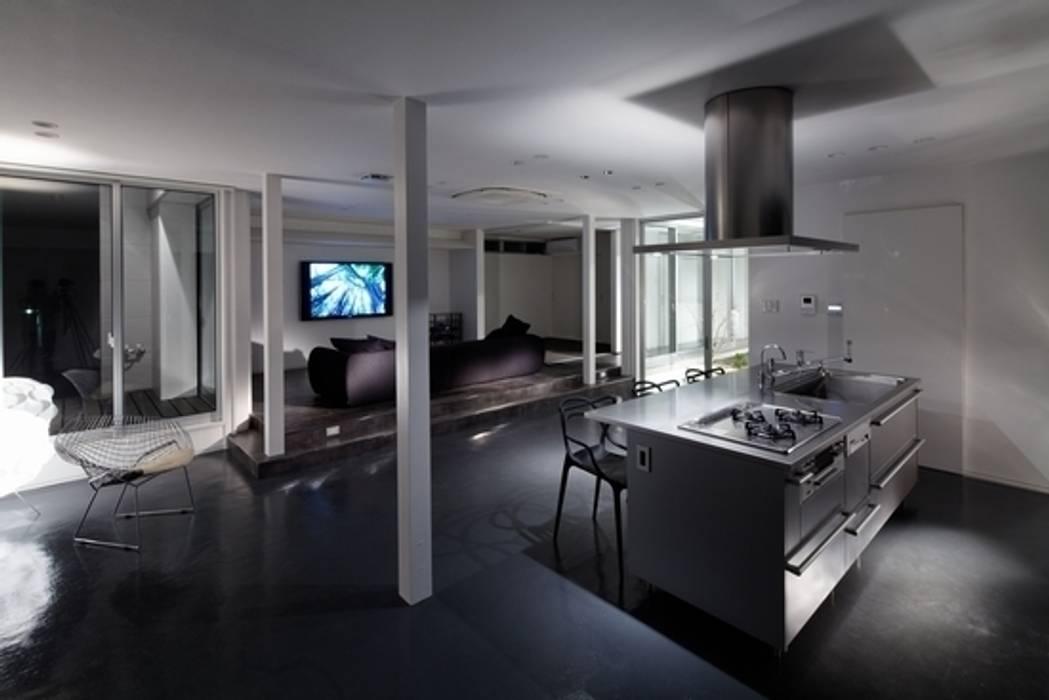 有限会社アルキプラス建築事務所 Salas de estilo moderno