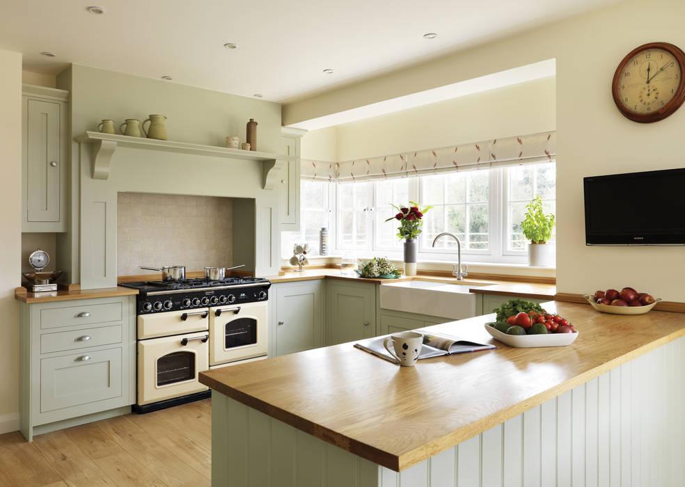 Shaker kitchen by Harvey Jones Classic style kitchen by Harvey Jones Kitchens Classic