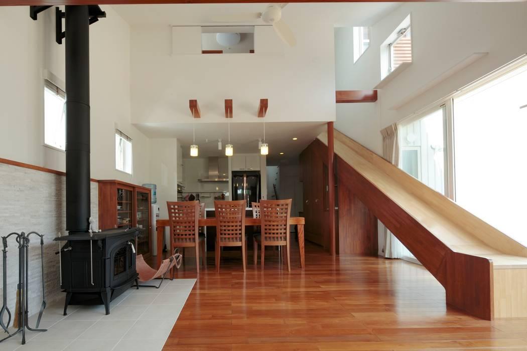 slide house Comedores de estilo moderno de 一級建築士事務所あとりえ Moderno