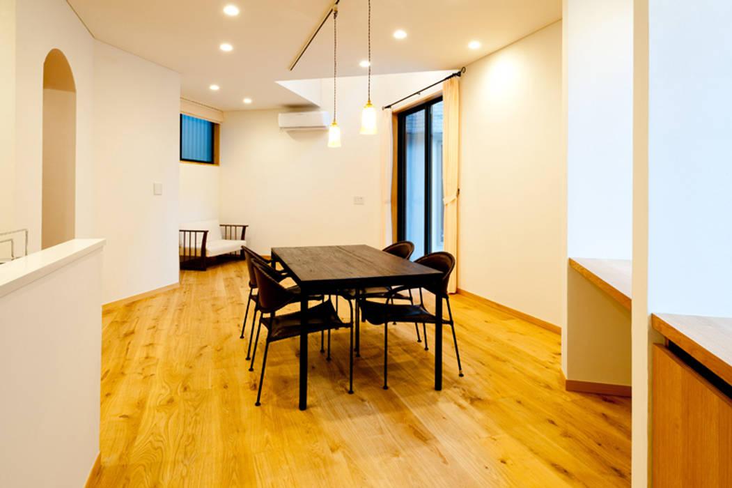 家族の集まる部屋: アルキテク設計室が手掛けたダイニングです。