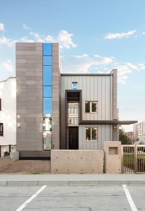 VEN MİMARLIK – T Evi: modern tarz Evler