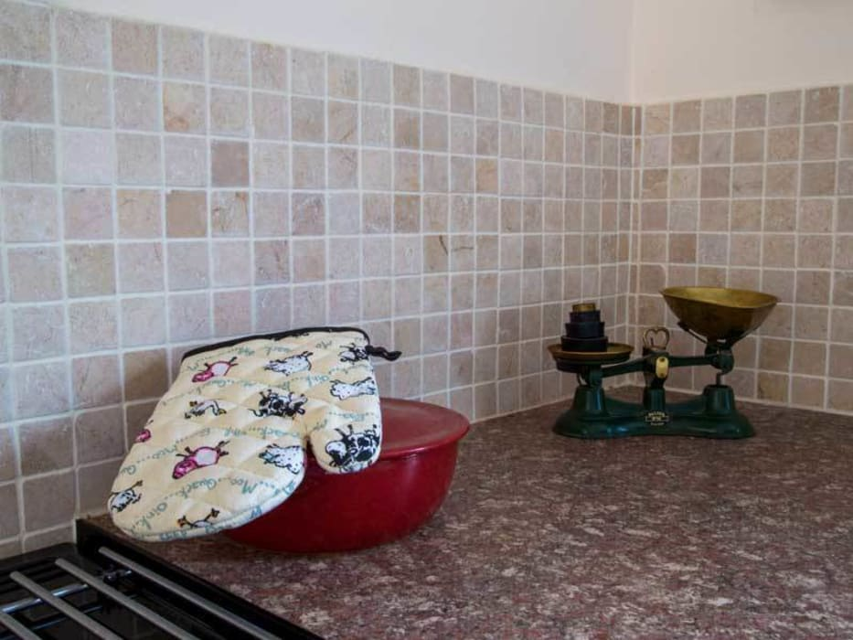 KITCHEN TILES DT Stone Ltd Country style kitchen