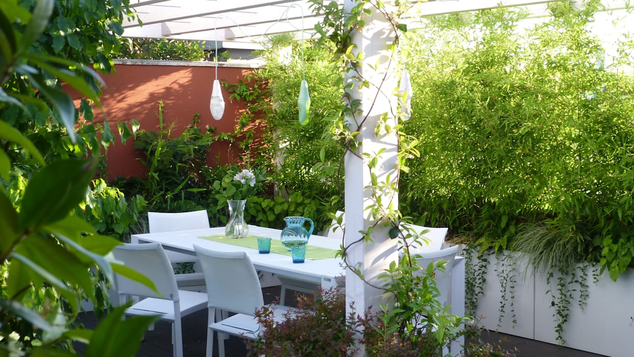 Modern Terrace by CRISTINA MAZZUCCHELLI GREEN DESIGN Modern